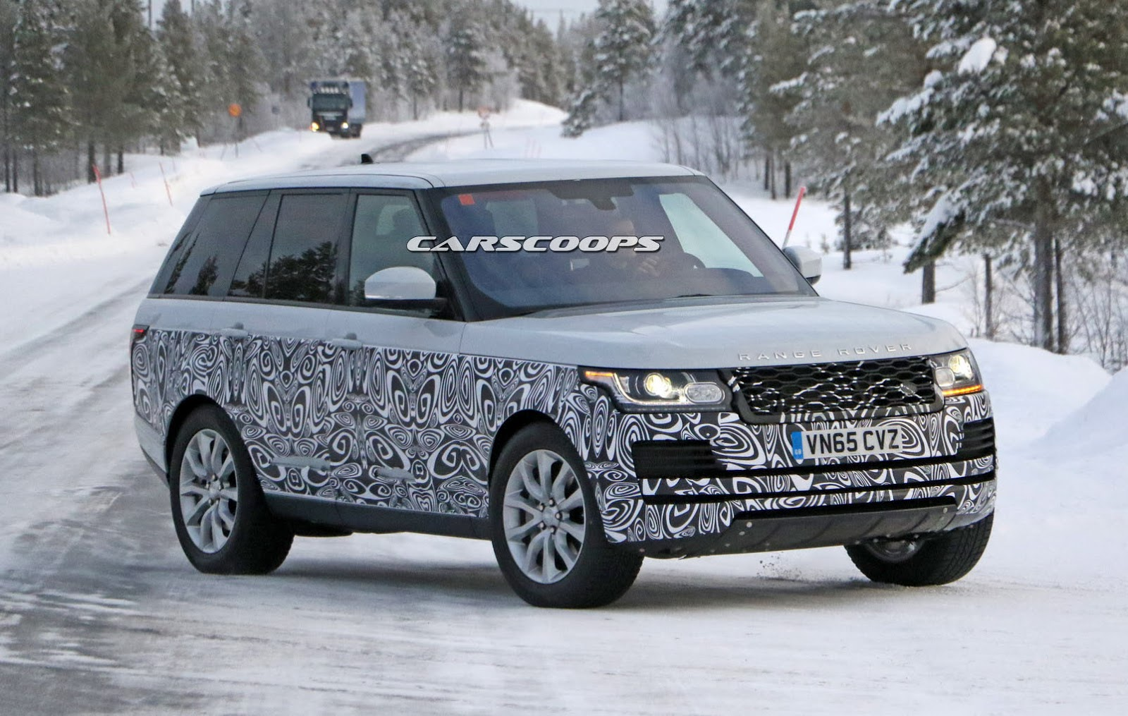2017 range rover spied getting ready for its first facelift. Black Bedroom Furniture Sets. Home Design Ideas