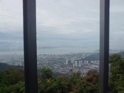 """<a href=""""url gambar""""><img alt=""""penang hill view"""" src=""""urlgambar"""" title=""""penang hill view"""" />"""