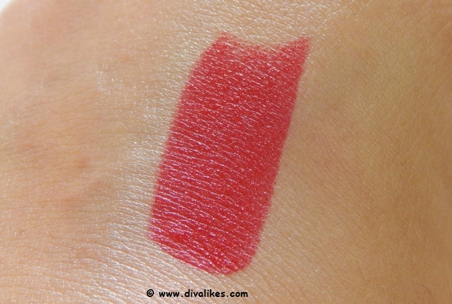 Maybelline Color Show Big Apple Red Creamy Matte Cosmopolitan Red Swatch