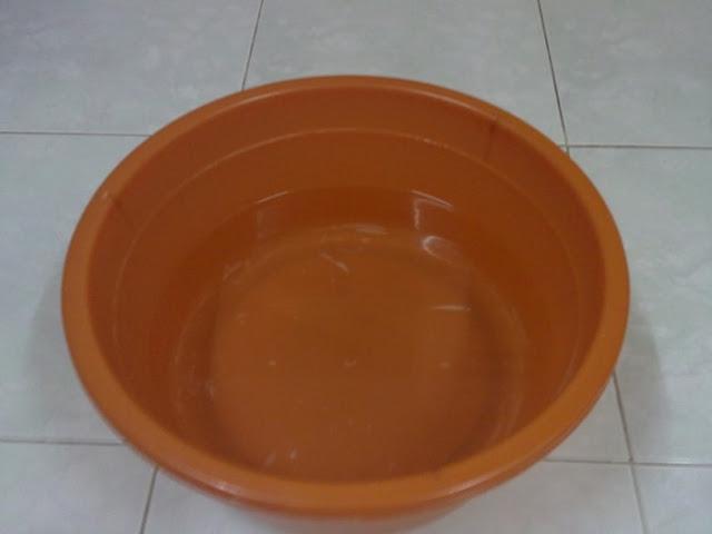Fenomena El Nino - Letakkan besen berisi air di bilik