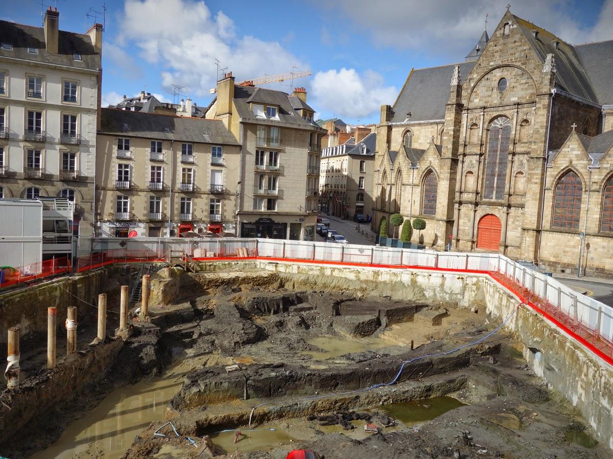 La place Saint-Germain le 27 février 2015 : les chercheurs de l'Inrap ont laissé place nette... Photo Erwan Corre