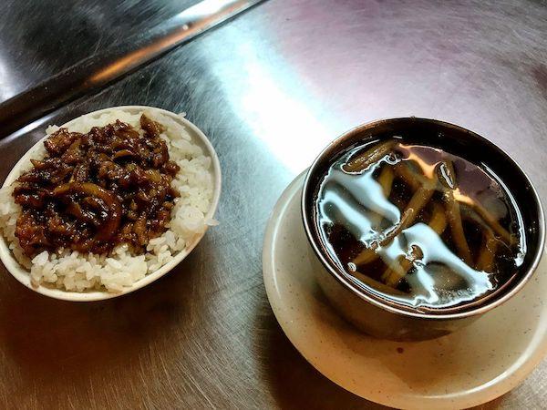 魯肉飯はマストイート・アイテム