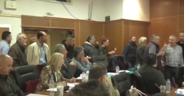 Νταηλίκια και τσαμπουκάδες στο Δημοτικό Συμβούλιο Λουτρακίου (βίντεο)
