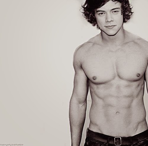 The Stars Come Out To Play: Harry Styles - Shirtless