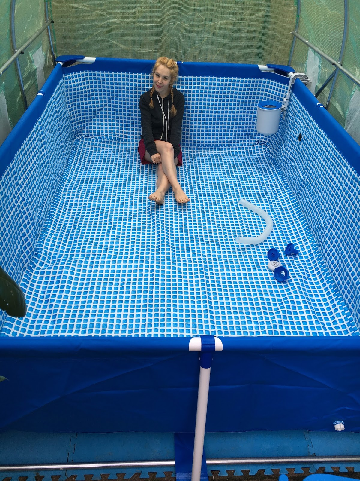 Ma piscine tubulaire chauff e gr ce une simple serre for Piscine 3 boudins intex