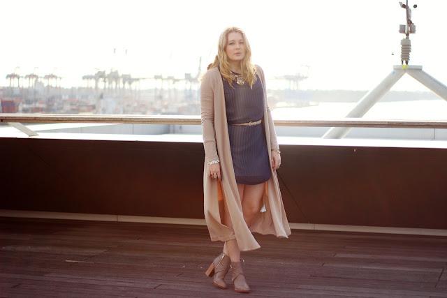 modeblogger, hamburg, fashionblogger, streifenkleid, cardigan, long cardi, H&M Trend, beige, camel tone, statement necklace,