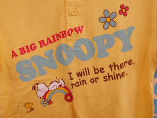 中古品のスヌーピーシャツ黄色のロゴです。