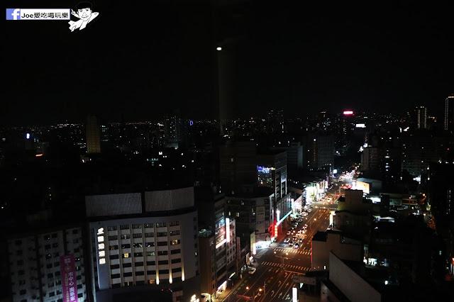 IMG 4545 - 熱血採訪│凱度高空咖啡館,隱藏在高樓大廈裡的夜景咖啡,百元有找,談生意、約會好地方