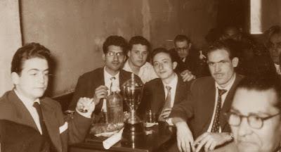 Francino con su trofeo en 1956