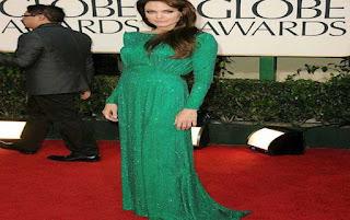 Angelina Jolie yeşil elbisesi ile ödül töreninde