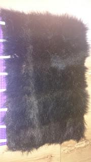 czarne futerko