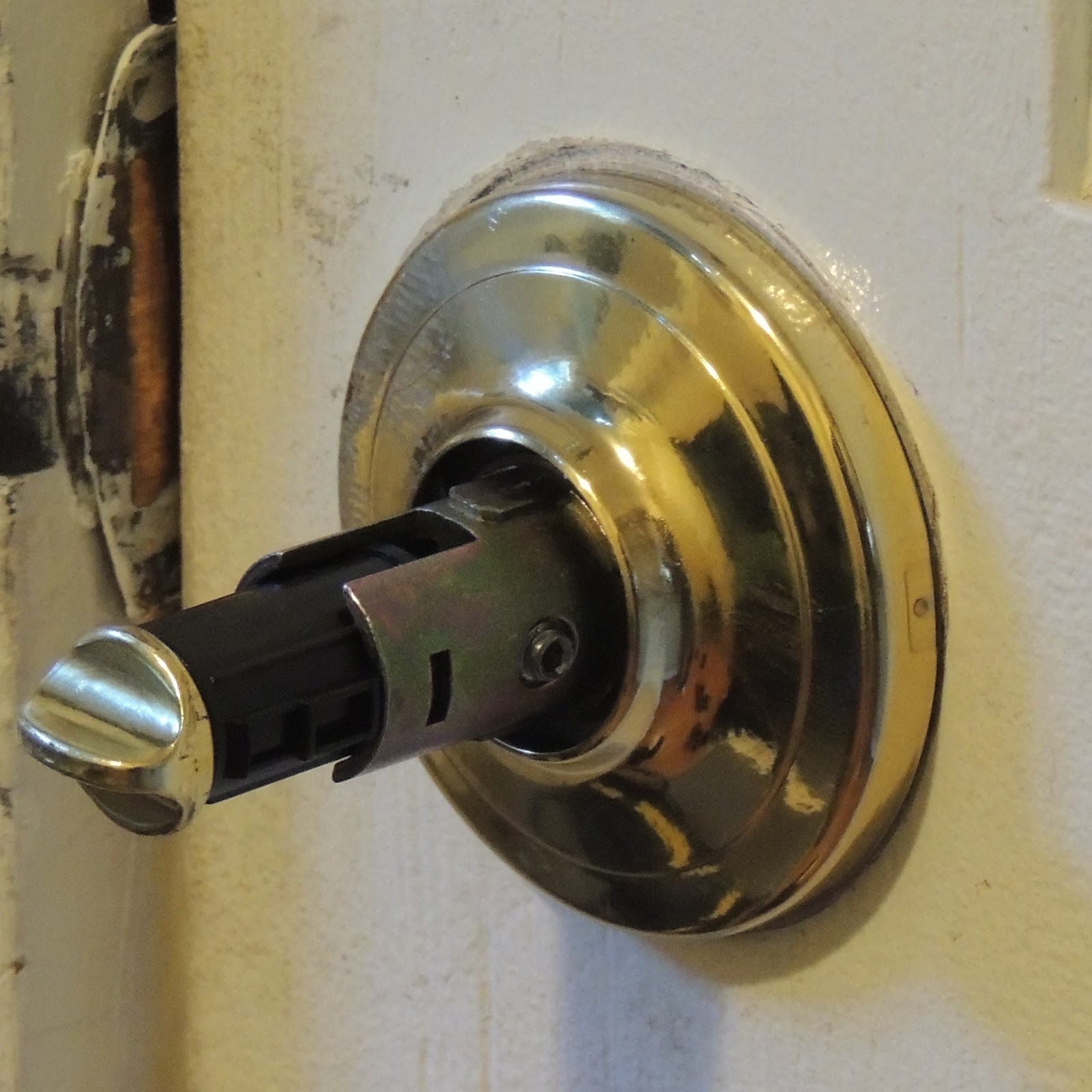 medium resolution of interior post of lock showing head of set screw that is screwed out to hold handle
