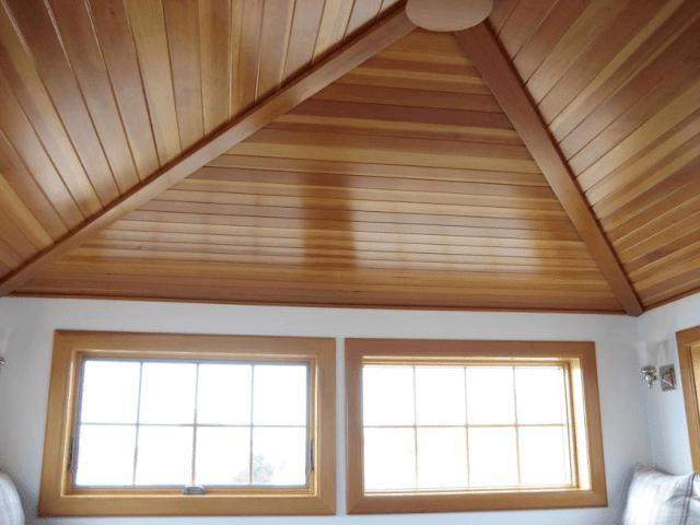 plafon mengikuti kemiringan atap