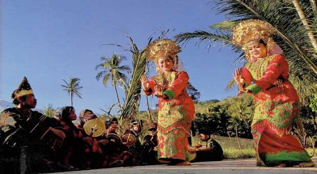 Penggalan Elok Ranah Minang - Rumah Gadang, Tradisi dan Surga Kuliner nya