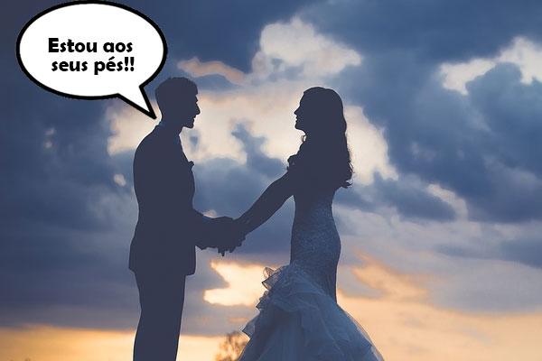 marido dizendo para a esposa que está aos pés dela