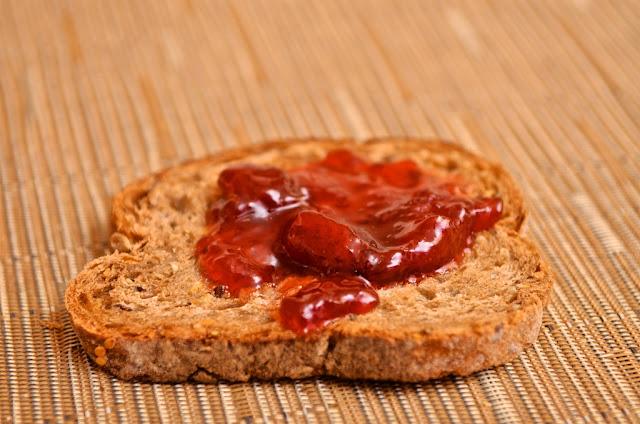 Bonne Maman Confiture Fraises et Groseilles - Strawberry preserve - dessert - petit-déjeuner - cuisine - breakfast - fruits - Confiture Bonne Maman - Groseilles - Fraises - Avis - Review