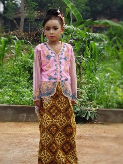 25 Info Terpopuler Baju Kebaya Anak Sd
