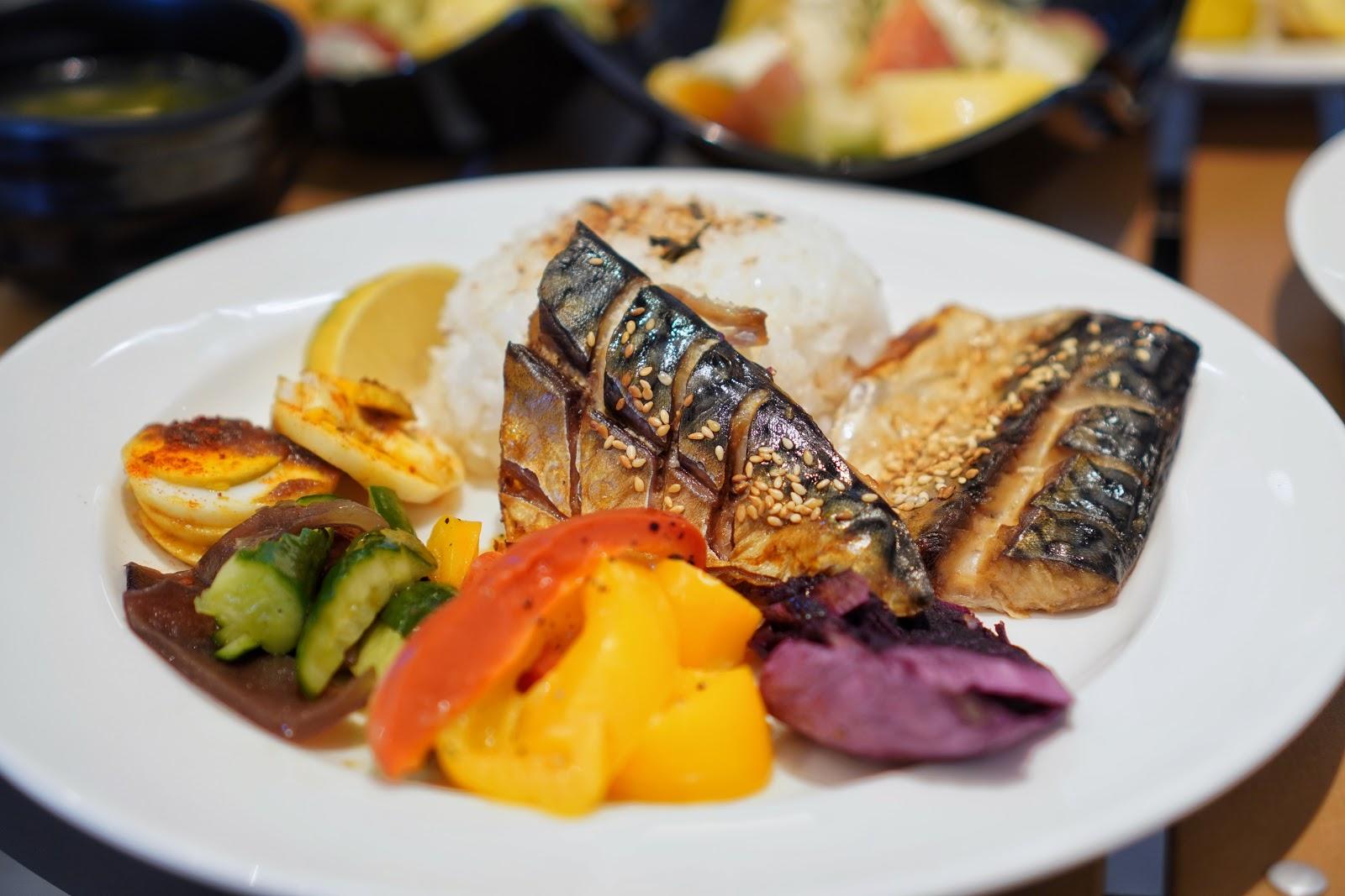 台南美食【咚嗞咖啡】薄鹽鯖魚飯
