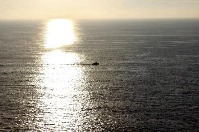 foto puesta de sol con barco