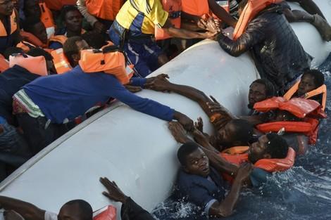 """وفاة مهاجرات إفريقيات يسائل تقمص المغرب لدور """"دركي أوروبا"""""""