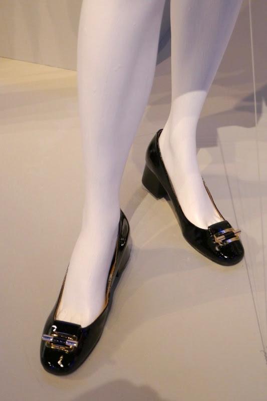 Caitriona Balfe Outlander season 3 Claire shoes