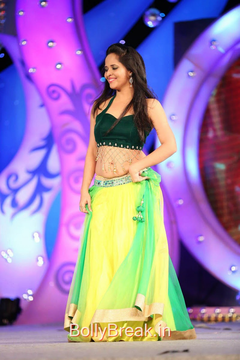 Anasuya Pics in Green Dress At Gama Tollywood Music Awards 2014