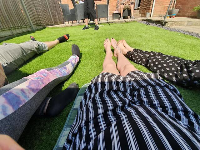feet-samsung-s10-wide-angle