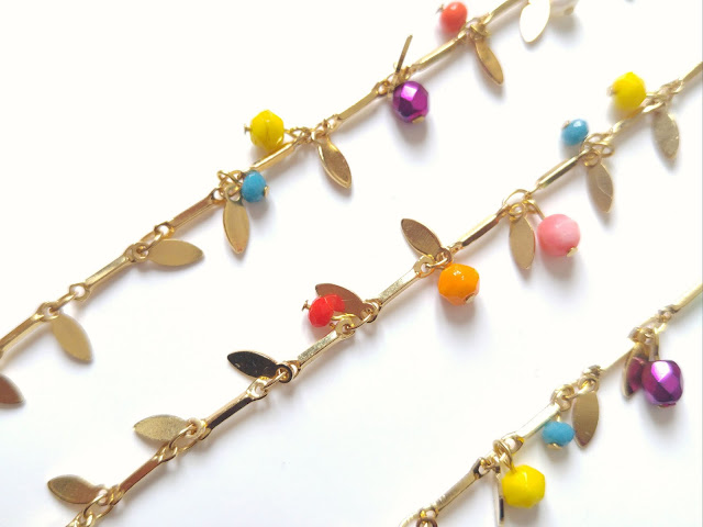 bracelet chaîne fantaisie, breloques, perles multicolores, couleurs vives