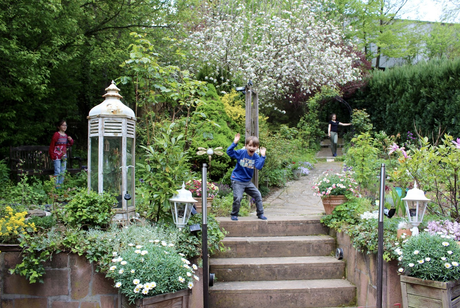 Unser Garten im April 2017: Bauerngarten/ Landhausgarten im Frühling