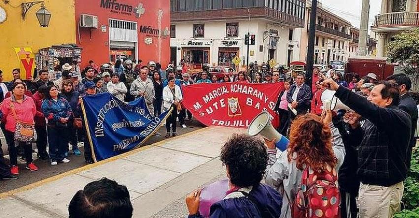 DRE Piura y La Libertad iniciaron reemplazo y descuento a maestros que acatan la huelga indefinida