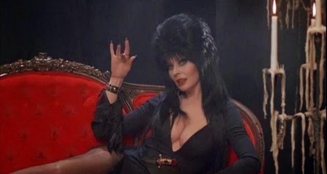 Elvira, reina de las tinieblas, 1