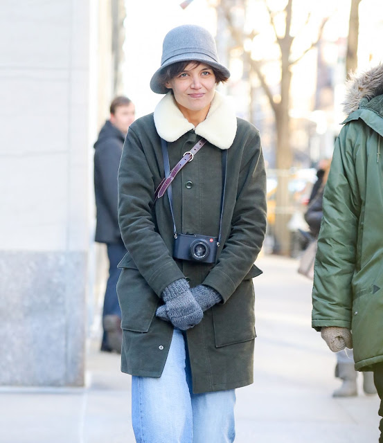 Katie Holmes Beautiful Image in Cute Winter Outfit