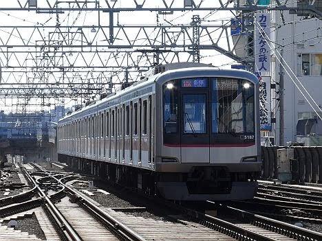 【緑から青に変更!】東急目黒線5080系の各停 赤羽岩淵行き