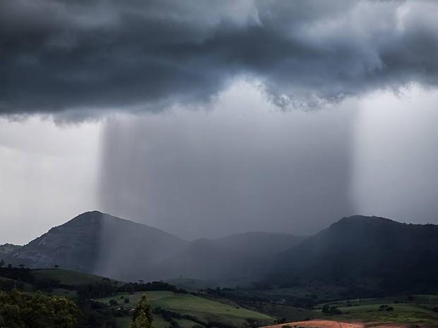 Rafael Fernandes registra chuva durante a madrugada desta segunda