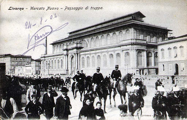 Vintage postcard, troops on Scali degli Olandesi, Livorno