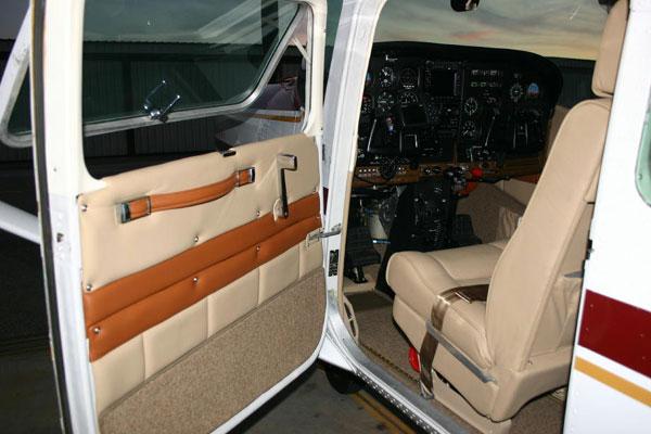 Jet Airlines: Cessna 182 Interior