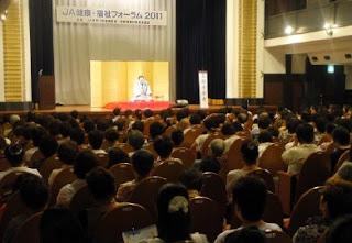 講演会講師・三遊亭楽春の笑いは健康の良薬講演会の風景(女性部で講演)