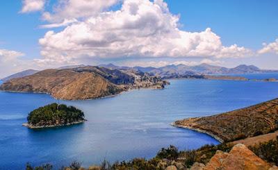 Danau Titicaca, perbatasan Peru dan Bolivia