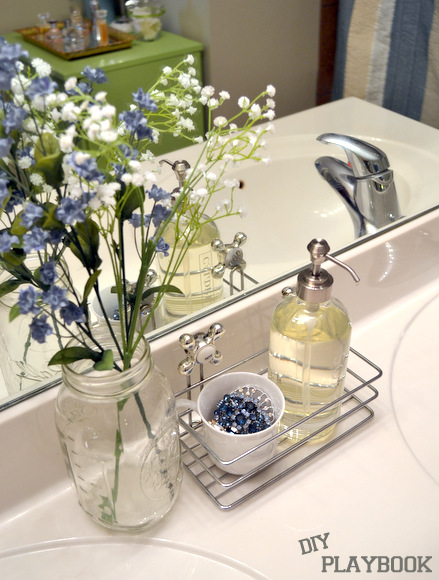 Bathroom caddy soap flowers