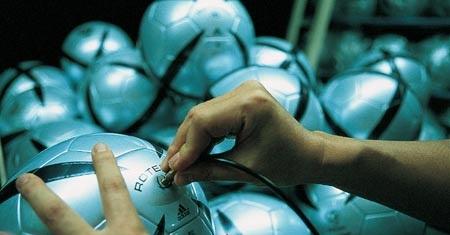 Tips Untuk Mendapatkan Bola Sepak Bola Yang Bagus dan Awet