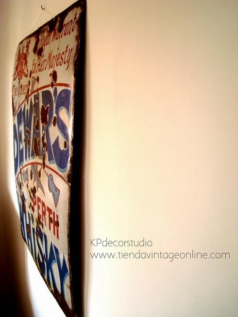Carteles antiguos esmaltados para decoración. Objetos de época y artículos vintage