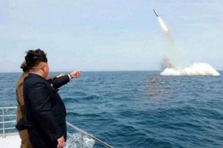 Corea del Norte dispara un misil balístico desde un submarino