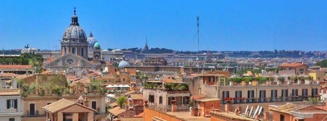 Vistas tejados desde lo alto de la Scalinata di Trinità di Monti
