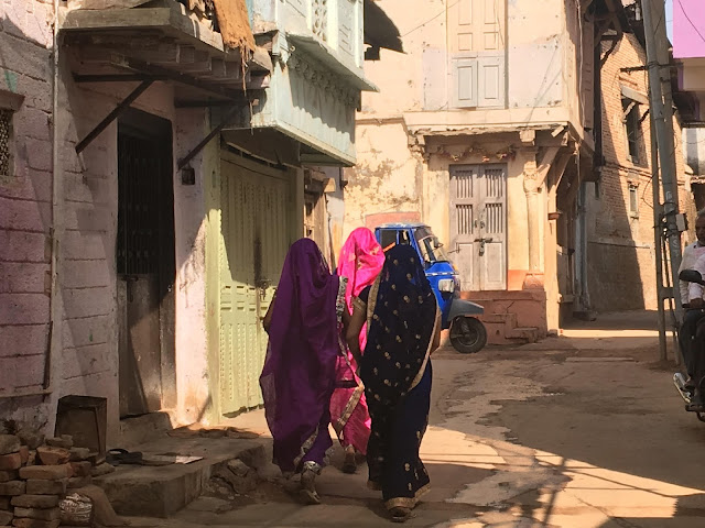 candid, photography, village, india, saree, women in india, bright colors, subtle colors