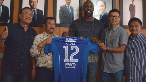 Resmi Berseragam Persib Bandung, Carlton Cole Gunakan No Punggung 12