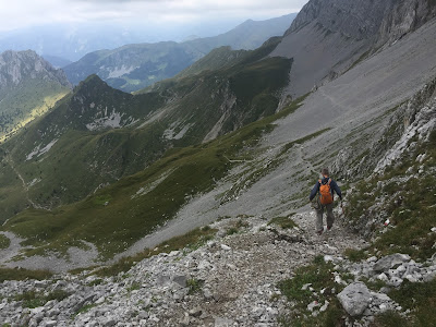 Coming down from Grotta dei Pagani and heading toward Rifugio Olmo.