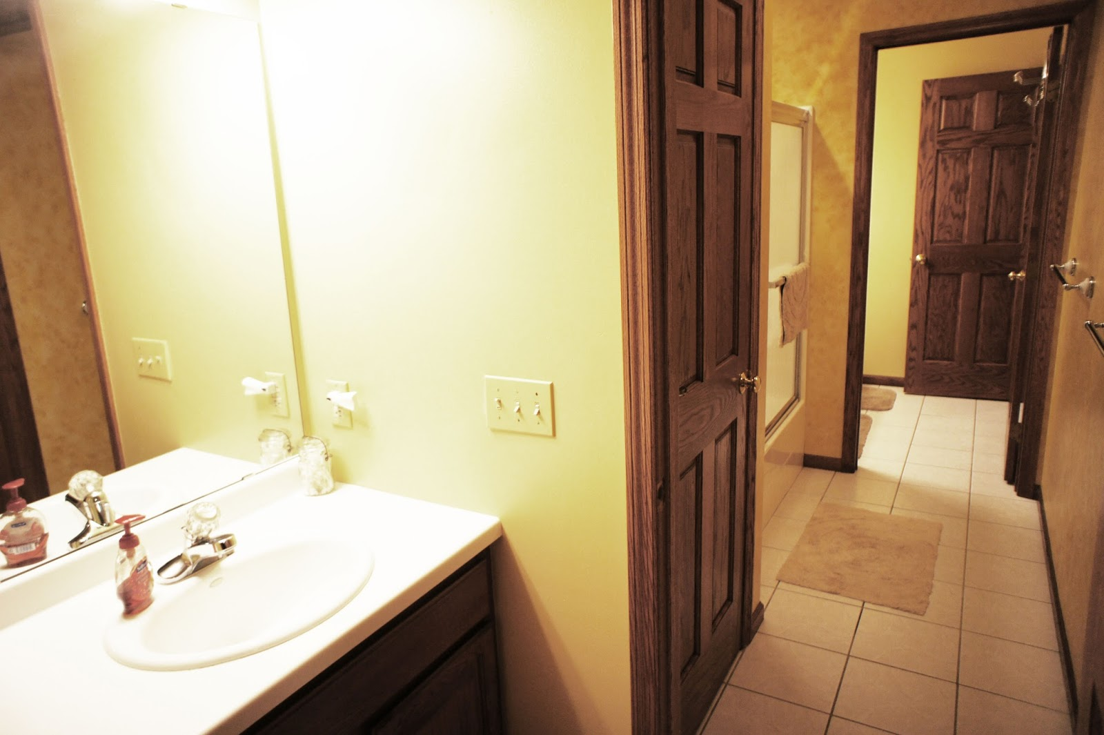 Dan dekker real estate for Jack and jill bathroom with hall access
