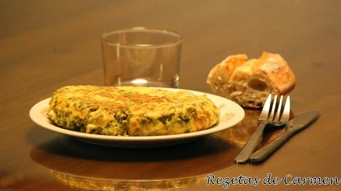 Tortilla paisana de claras con queso y guisantes