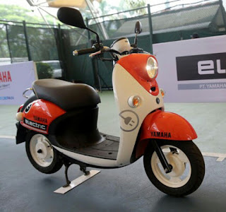 Motor Listrik Yamaha Bebas Pajak dan Bea Balik Nama...?