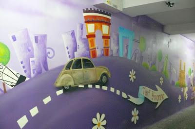 Wystrój lokalu poprzez malowanie dużego obrazu na ścianie w Warszawie